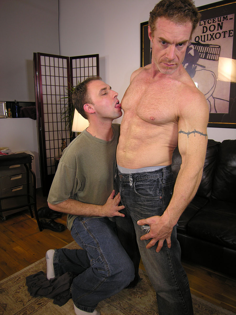 New-York-Straight-Men-Jamie-and-Trey-Redhead-Straight-Guy-Gets-a-Blowjob-from-A-Gayguy-Ginger-Daddy-01.jpg