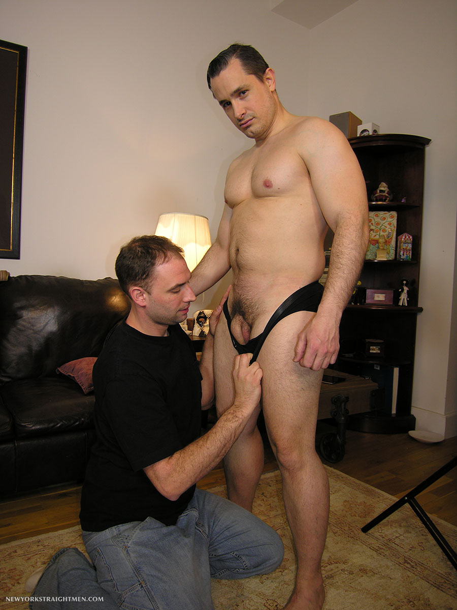 New-York-Straight-Men-Anthony-and-Trey-Straight-Beefy-Muscle-Guy-Gets-Cock-Sucking-Amateur-Gay-Porn-01.jpg