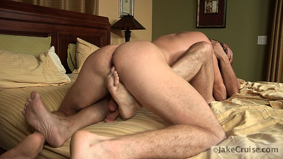 Jake-Cruise-Lucas-Knight-Hairy-Daddy-Sucks-A-Big-Boy-Cock-Amateur-Gay-Porn-07 Jake Cruise: Daddy Sucks A Huge Younger Cock Until It Shoots