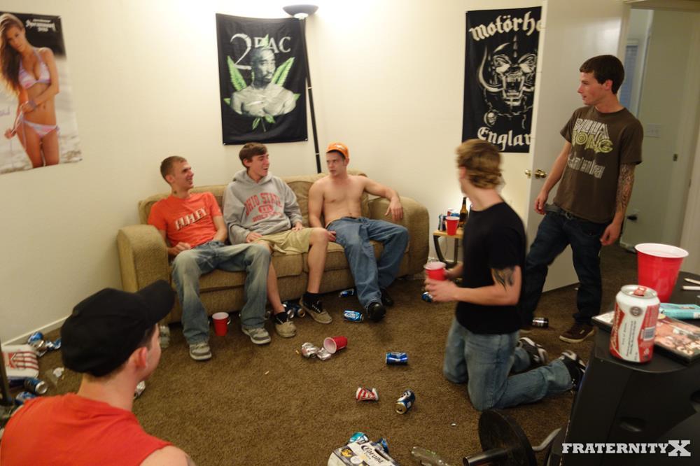 Fraternity-X-Chris-Frat-Guys-Barebacking-and-Eating-Cum-Amateur-Gay-Porn-01.jpg