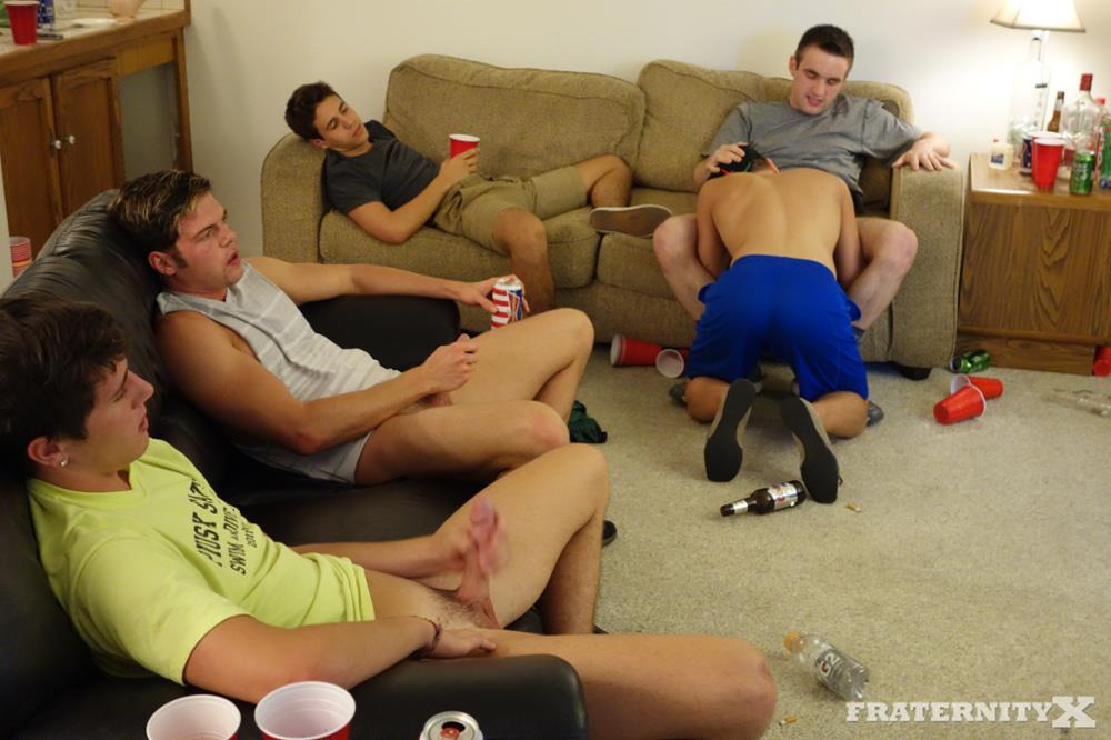 FraternityX-Danny-and-Zach-Fraternity-Guys-Barebacking-Amateur-Gay-Porn-03.jpg