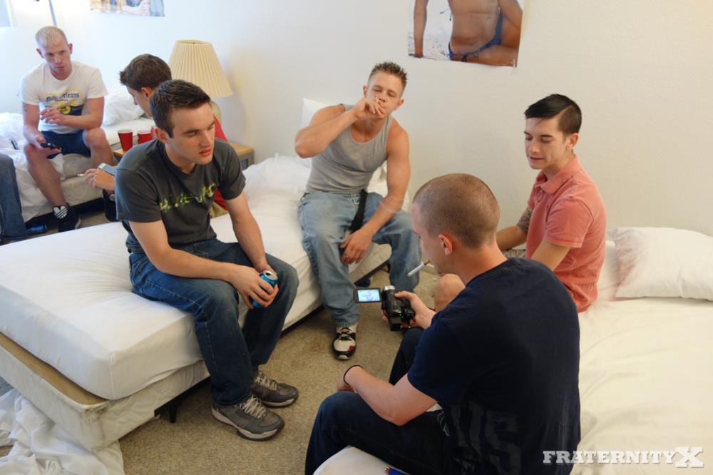 Fraternity-X-5-Frat-Guys-Barebacking-A-Tight-Ass-Breeding-BBBH-Amateur-Gay-Porn-01.jpg