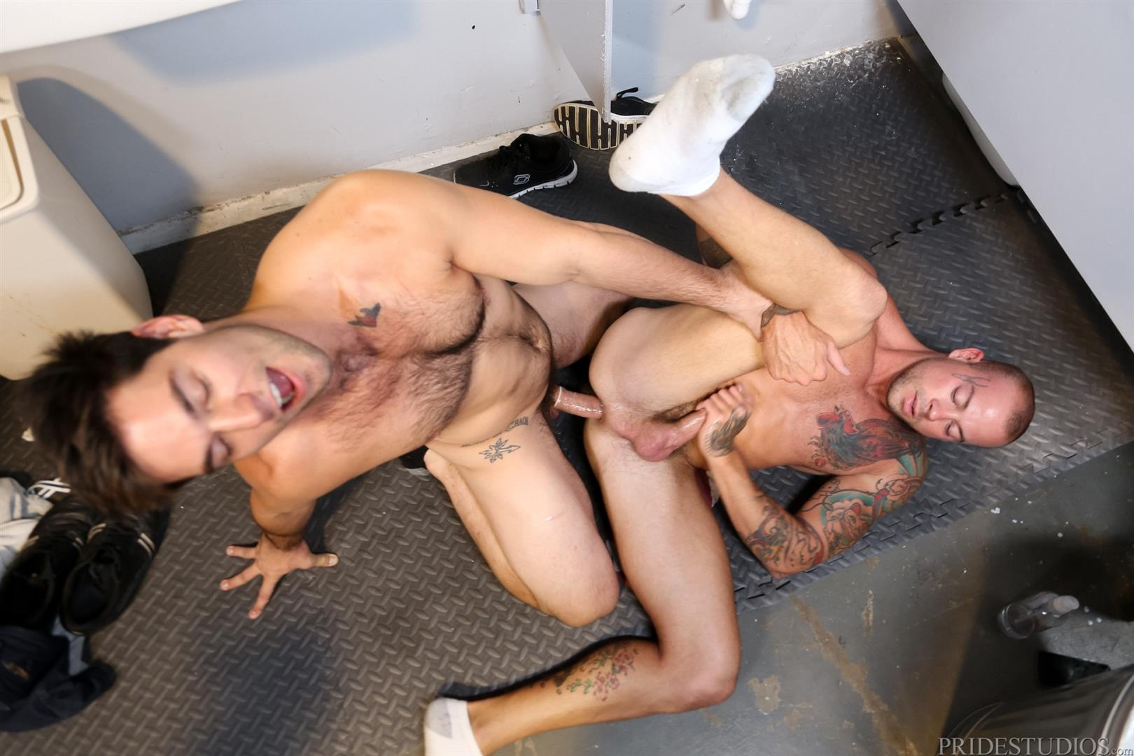 Extra-Big-Dicks-Sean-Duran-Fucking-Through-A-Glory-Hole-Amateur-Gay-Porn-15 Getting Fucked By A Big Fat Cock Through a Glory Hole